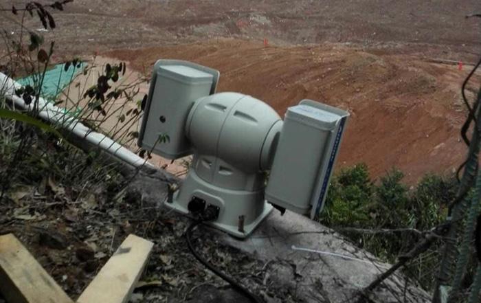 正在监控现场的云台高清摄像机