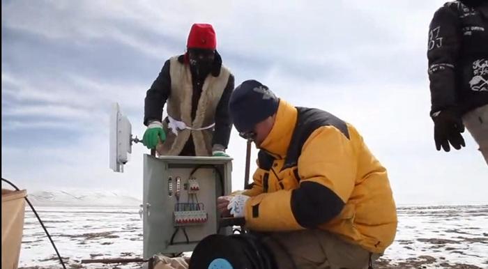 设备安装在班德湖周围的高地