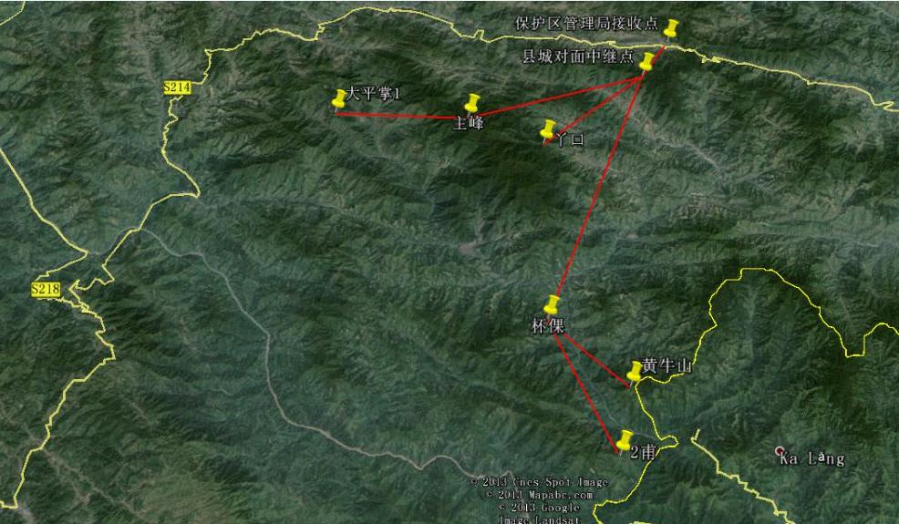 这是位于云南省绿春县,一座名为黄连山的自然保护区森林,这里需要兴建森林防火无线监控系统项目:该项目分别在大平掌、丫口、杯倮、二甫、黄牛山等5个地方设置监控点,并以主峰作为传输大平掌到县城对面的中继点,黄牛山和二甫都传到杯倮再从杯倮传到县城中继点。全部点位都得经过县城对面的中继点到保护区接收点,最远距离为杯倮到县城对面中继点直线距离27公里。  黄连山监控点、传输分布图  森林防火无线监控系统监控传输拓扑图  监控显示屏显示效果