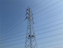 业务人员现场为电力塔无线监控系统提供技术支持